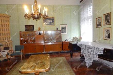 Nagykanizsai eladó családi ház, 6 szobás, 260 négyzetméteres