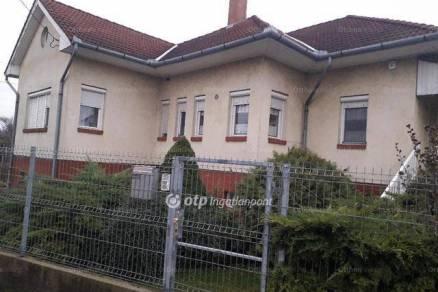 Debrecen 4+1 szobás családi ház eladó a Szilágyi János utcában