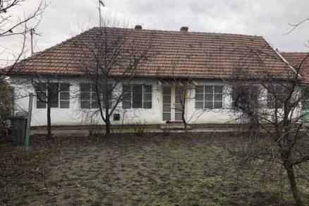Eladó családi ház Gyula, 3 szobás