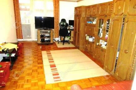 Eladó lakás Oroszlány, 2 szobás