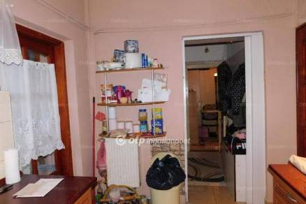 Komlói eladó családi ház, 4+3 szobás