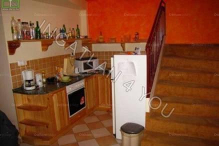 Győri eladó lakás, 8 szobás, 214 négyzetméteres