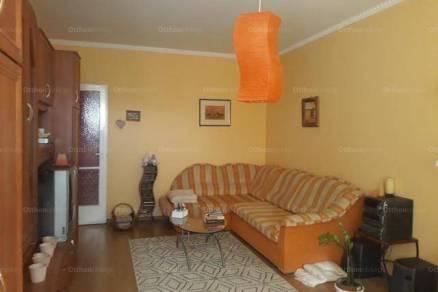 Eladó lakás Dunaújváros a Martinovics Ignác utcában, 2 szobás
