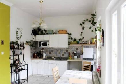 Eladó családi ház Debrecen, 3+2 szobás