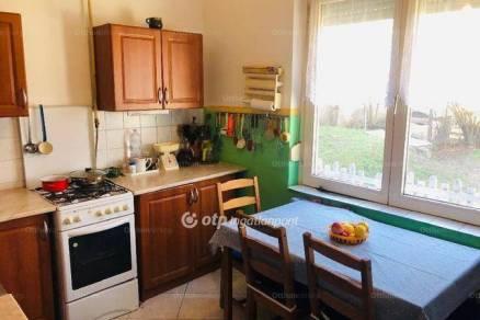 Abda eladó családi ház