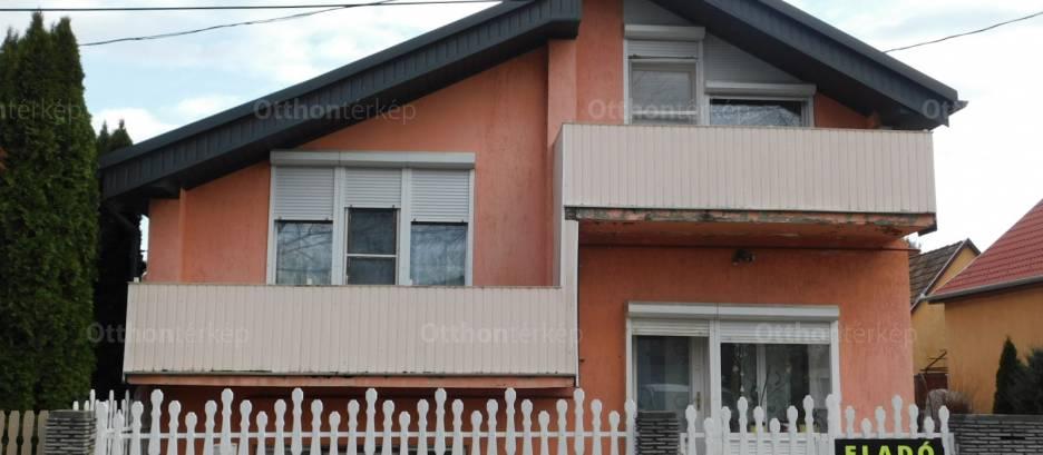 Eladó családi ház, Dombóvár a Radnóti utcában 34-ben, 4 szobás