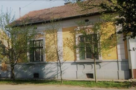 Kecskemét 4 szobás családi ház eladó az Attila utcában
