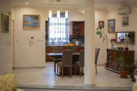 Eladó családi ház Szolnok, 6 szobás, új építésű