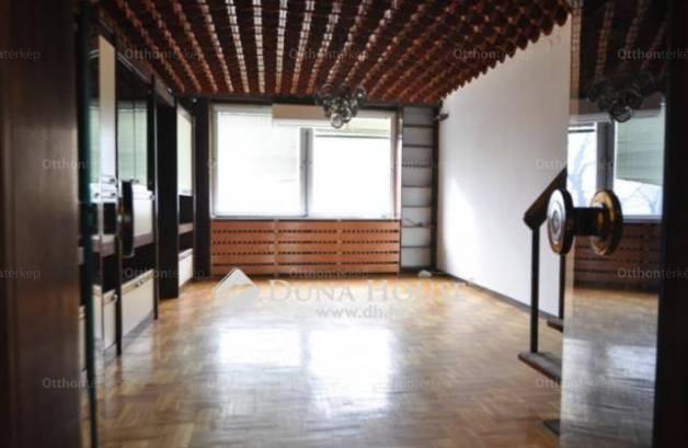 Lakás kiadó Kecskemét, a Gyenes Mihály téren, 194 négyzetméteres