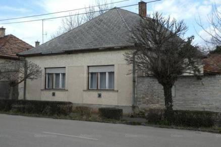 Kalocsai eladó családi ház, 2 szobás, a Rákóczi Ferenc utcában