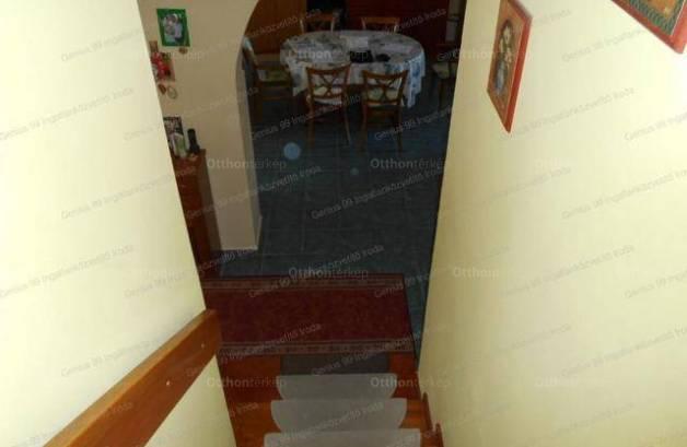 Kaposvári családi ház eladó, 180 négyzetméteres, 3+2 szobás