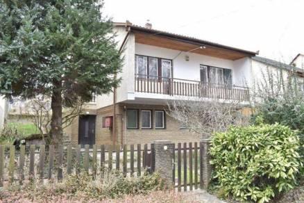 Eladó 4 szobás családi ház Kaposvár a Fekete István utcában