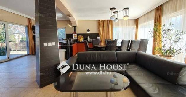 Siófoki eladó családi ház, 6+2 szobás, 230 négyzetméteres
