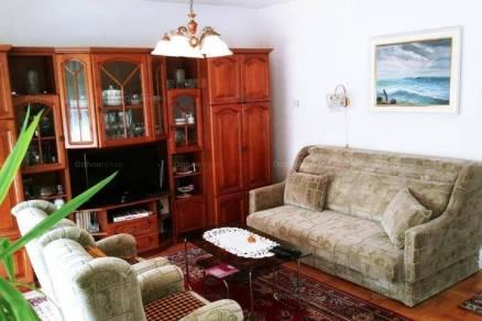 Balatonfüredi sorház eladó, 125 négyzetméteres, 1+2 szobás