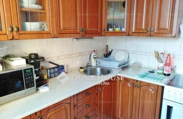 Debreceni lakás eladó, 65 négyzetméteres, 2+1 szobás