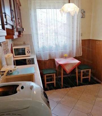 Batéi családi ház eladó, 130 négyzetméteres, 3+1 szobás