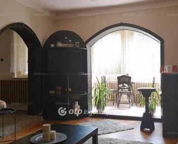 Eladó 3+2 szobás családi ház Győr