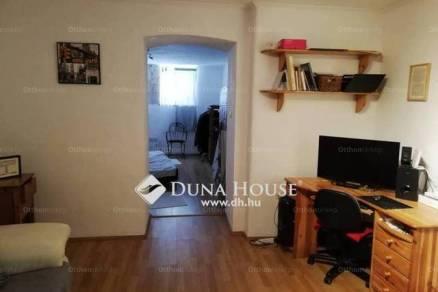 Pécsi lakás eladó, 48 négyzetméteres