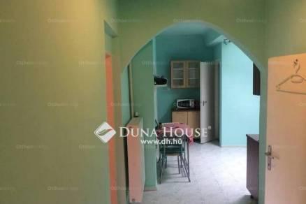 Eladó családi ház Pécs, 2 szobás