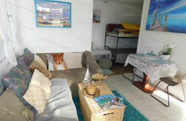 Balatonkenese nyaraló eladó, 1+1 szobás