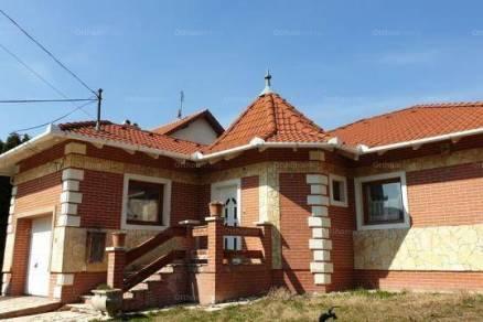Eladó 4 szobás családi ház Érd