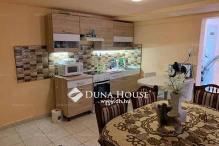 Jászberényi eladó családi ház, 2 szobás, 68 négyzetméteres