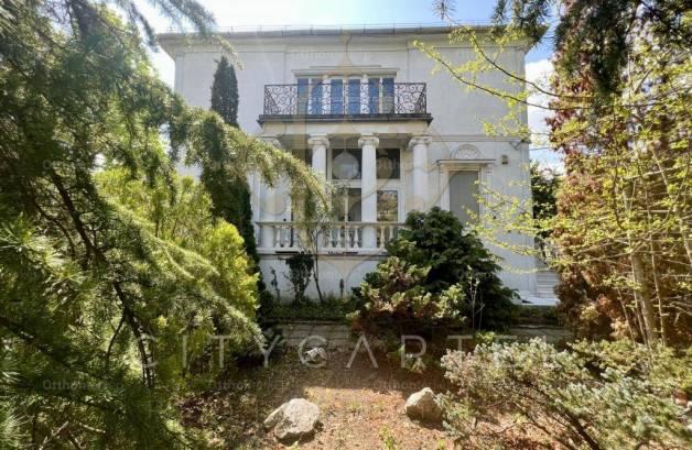 Eladó 14+1 szobás családi ház, Rózsadombon, Budapest