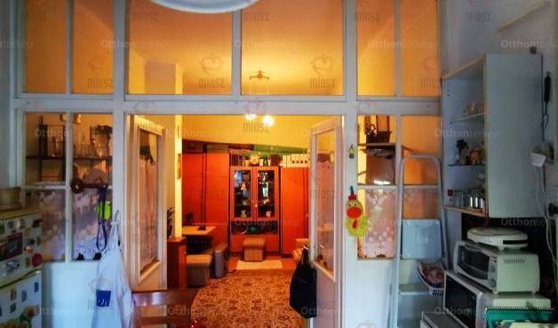 Eladó házrész Budakeszi, Fő utca, 2 szobás