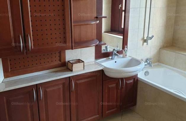 Eladó 5 szobás lakás Székesfehérvár