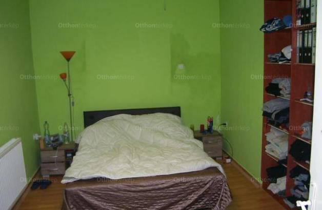 Eladó családi ház, Székesfehérvár, 2+1 szobás