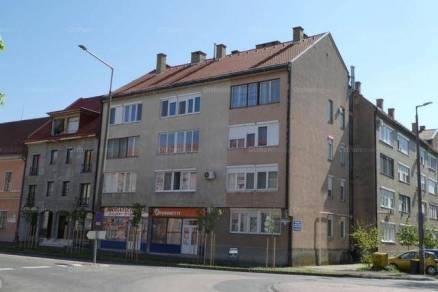 Kalocsai eladó lakás, 2+1 szobás, a Szent István király úton