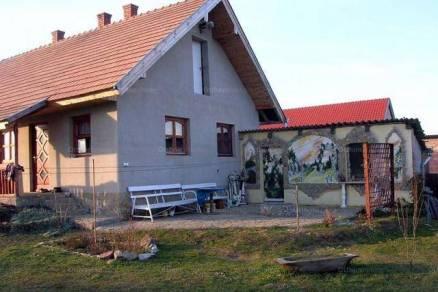 Niklai eladó családi ház, 3 szobás, 72 négyzetméteres