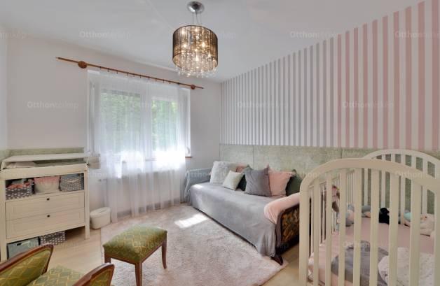 Családi ház eladó Szigetmonostor - Árpád utca, 210 négyzetméteres