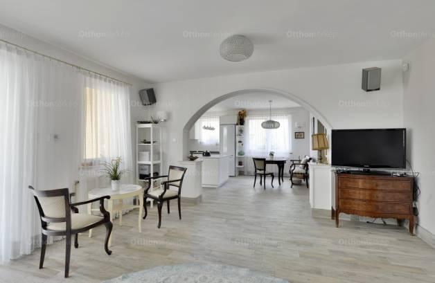 Szigetmonostor eladó családi ház az Árpád utcában
