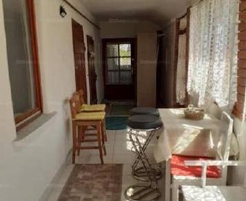 Pusztaföldvári eladó családi ház, 2 szobás, 100 négyzetméteres