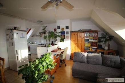 Fóti eladó lakás, 2+1 szobás
