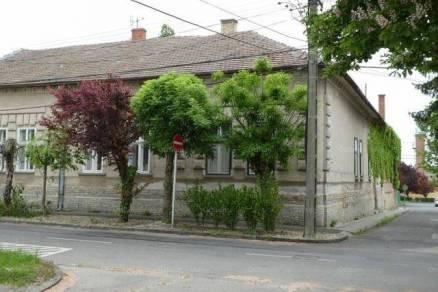 Családi ház eladó Kalocsa, a Tomori Pál utcában, 127 négyzetméteres