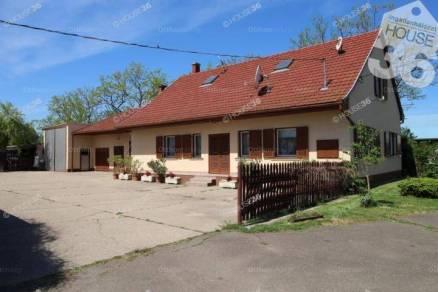 Családi ház eladó Kiskunfélegyháza, 120 négyzetméteres