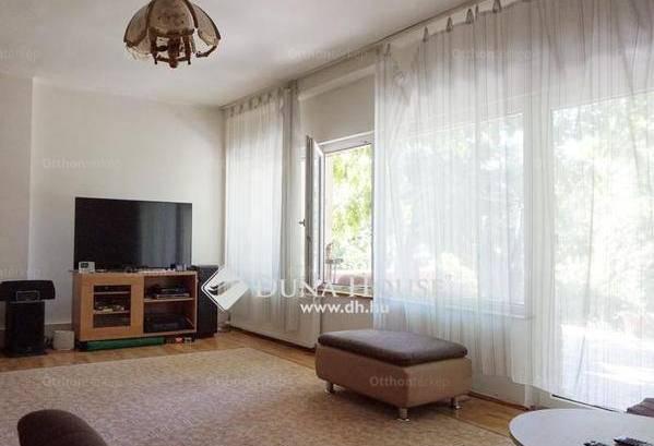 Eladó ikerház Péterhegyen, 3+1 szobás