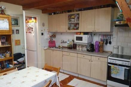 Szolnoki eladó lakás, 1+1 szobás, 24 négyzetméteres