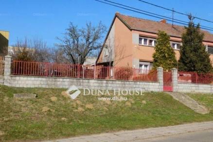 Eladó 2+1 szobás családi ház Komló az Attila utcában