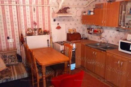 Eladó 1 szobás családi ház Szolnok