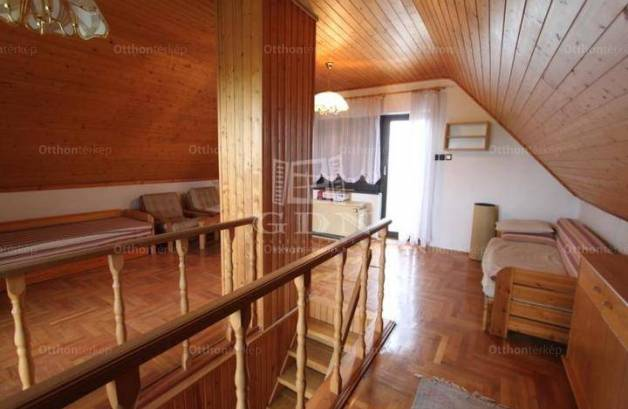 Pákozdi eladó nyaraló, 2 szobás, 71 négyzetméteres