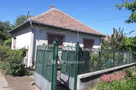 Eladó családi ház Hort, 3+1 szobás