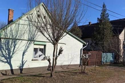 Eladó családi ház Kecskemét, Kossuth Lajos utca, 2 szobás