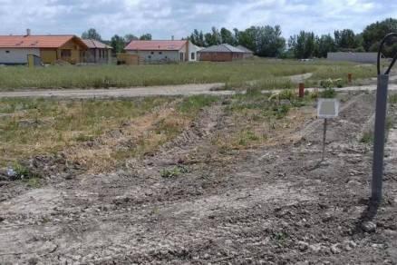 Győrzámolyi eladó telek, 748 négyzetméteres