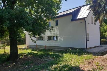 Eladó nyaraló, Balatonkenese, 8 szobás