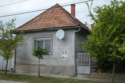 Eladó 3 szobás családi ház Kalocsa