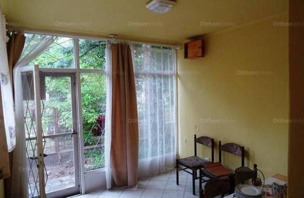 Eladó nyaraló, Lakitelek, 1+1 szobás
