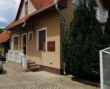 Eladó családi ház, Debrecen, 8 szobás